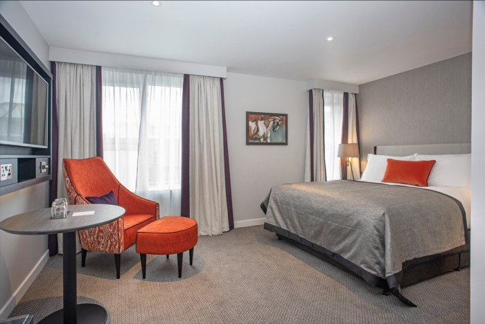 Edinburgh PR photo of Ten Hill Place berdroom