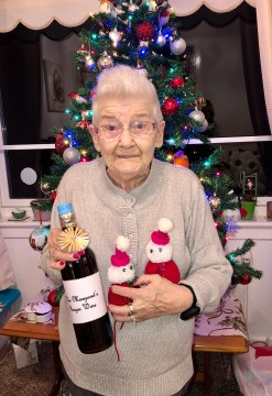 Glasgow pensioner knits Christmas joy into the community | Charity PR