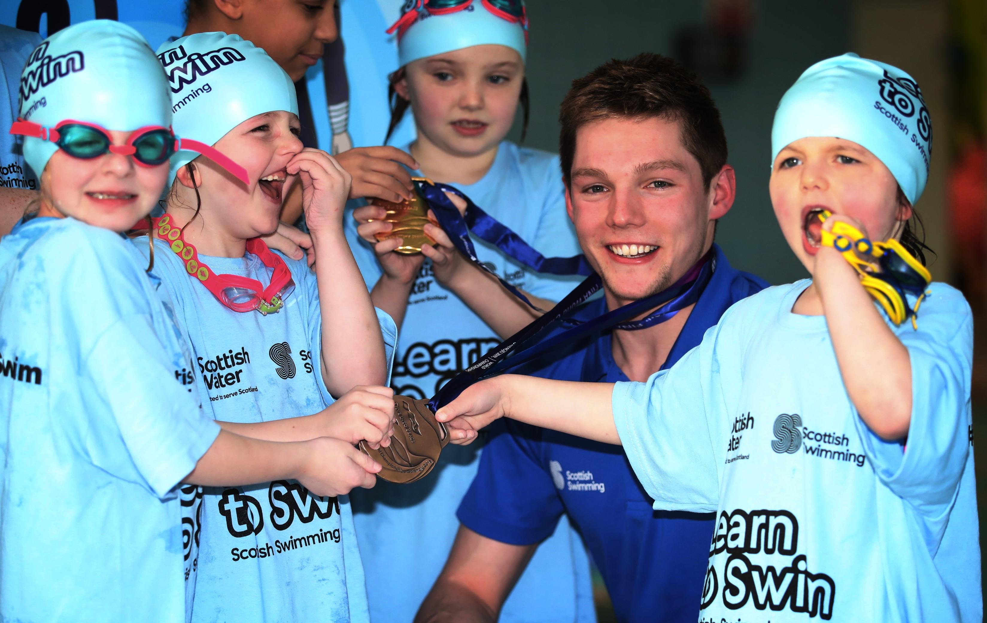 Scot swim star Duncan Scott with children on Learn to Swim programme - Public Sector PR