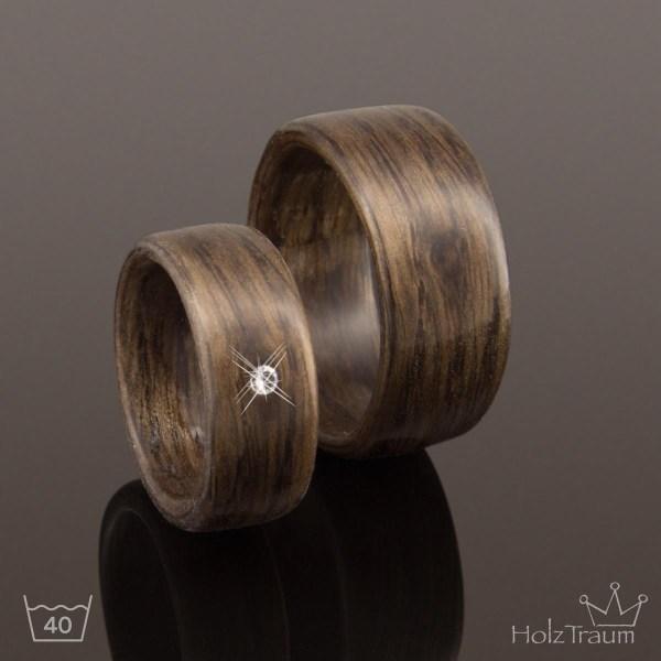 Breite Holzringe mit Zirkonia Diamant