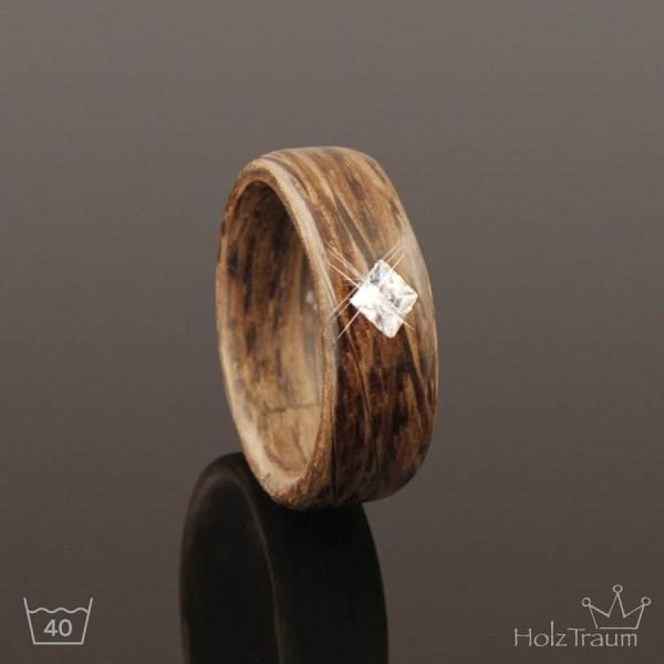 Holzring aus grauem Steineichenholz mit Zirkonia Diamant