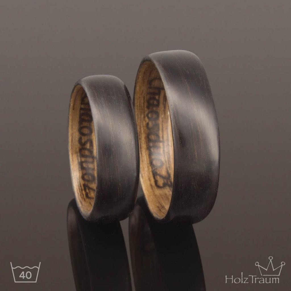 Schwarze Holzringe mit Gravur im Ring – Trauringe Eheringe Verlobungsringe aus Holz
