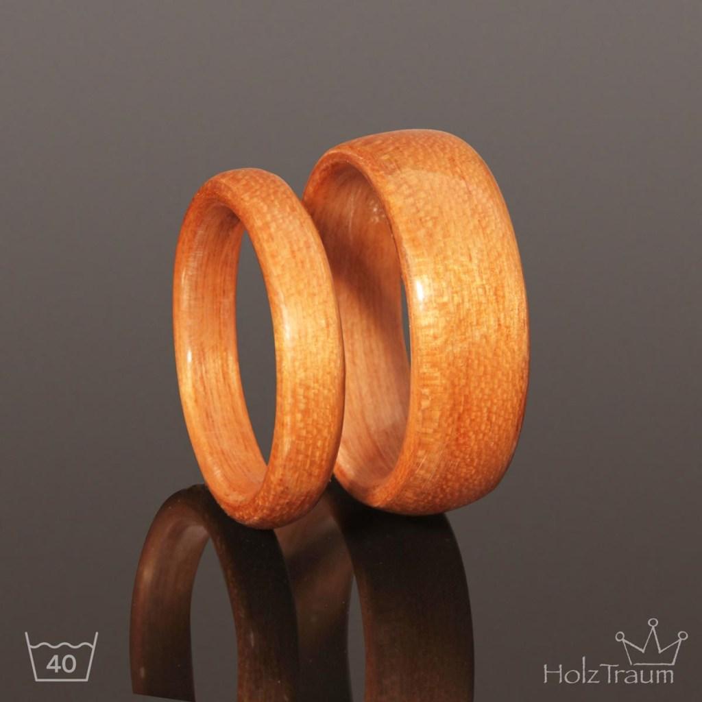 Verlobungsringe aus hellem Holz Kirschenholz