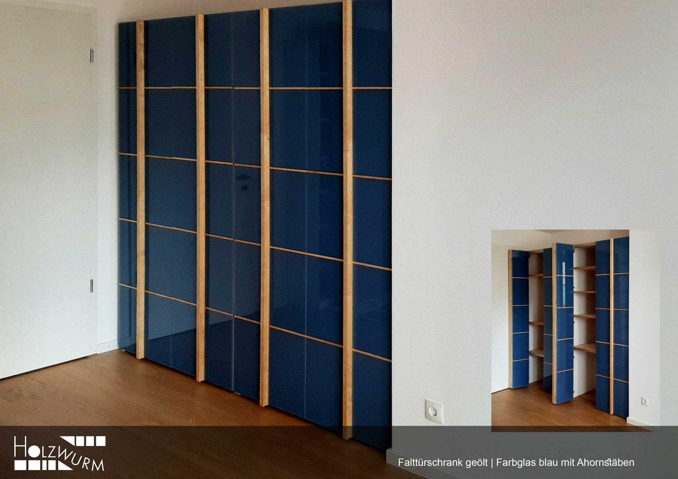Falttürschrank in Ahorn mit blauem Farbglas