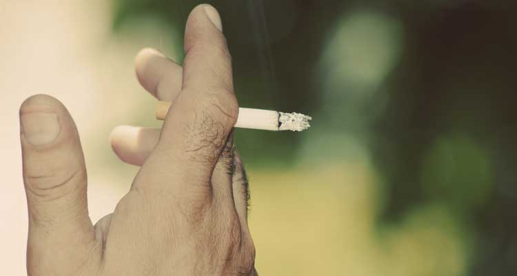 ¿Piel más joven? ¡Deja el tabaco!