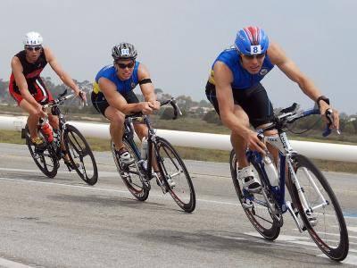 ¿Los ciclistas pesados son más rápidos cuesta abajo?