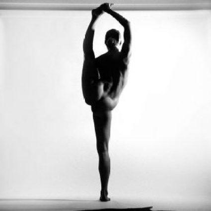 nude_yoga_girl_woman