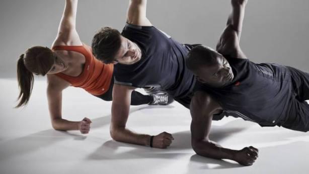 Entrenar abdominales en casa: rutinas de planchas core