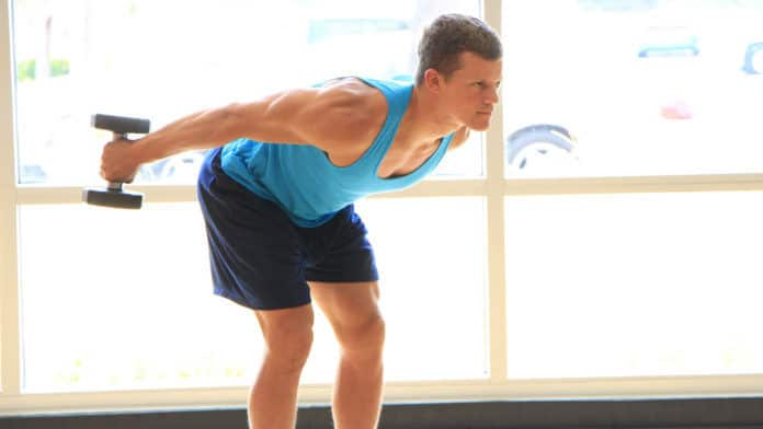 Ataca la cabeza larga del tríceps