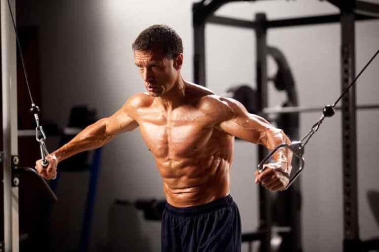 Entrenamiento con pesas para cuarentañeros