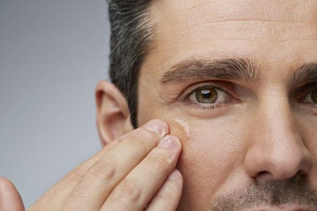 Cómo evitar los poros abiertos en hombres
