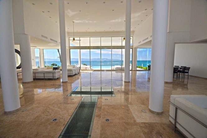 casa-china-blanca-interior white walls and pink marble floors