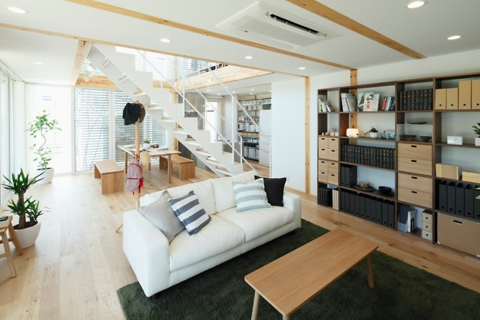 This Japanese living room is a testament to the minimalist Zen culture's focus on the creating a space using natural light, materials and negative space to allow energy to flow through it.