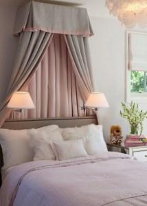 ベッドの上を布で飾る ー天蓋ー