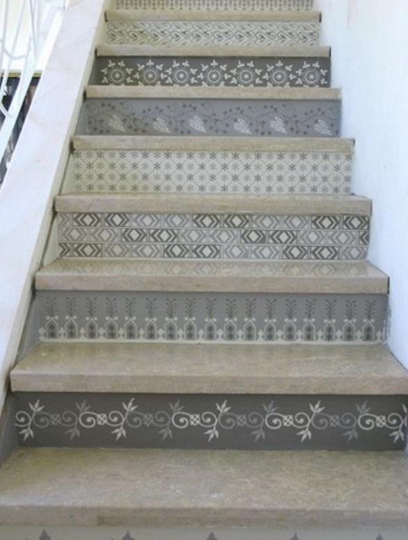 階段の蹴込板(キックボード)をカラフルに