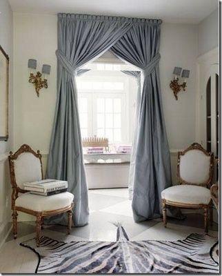 カーテンを窓以外の場所に下げる