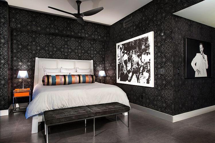 [clip]黒xグレー 寝室 サイドテーブルをワンポイントに