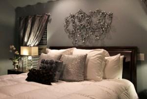 ベッドの上を飾る