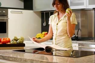 https://i2.wp.com/www.home-health-chemistry.com/images/women-reading-recipe.jpg