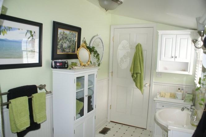 Apartment Bathroom Decorating Ideas On