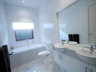 shiny-bathroom