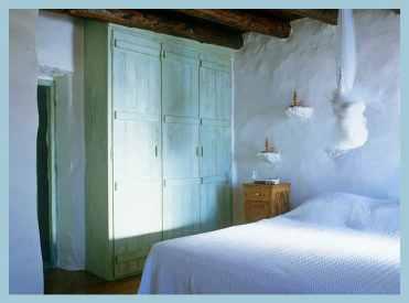 greek-island-traditional-bedroom