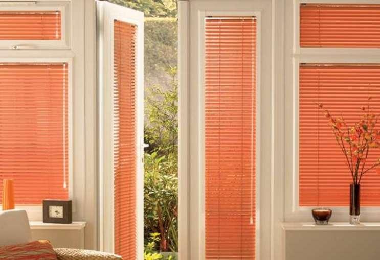 how to fit venetian blinds in 5 simple steps. Black Bedroom Furniture Sets. Home Design Ideas
