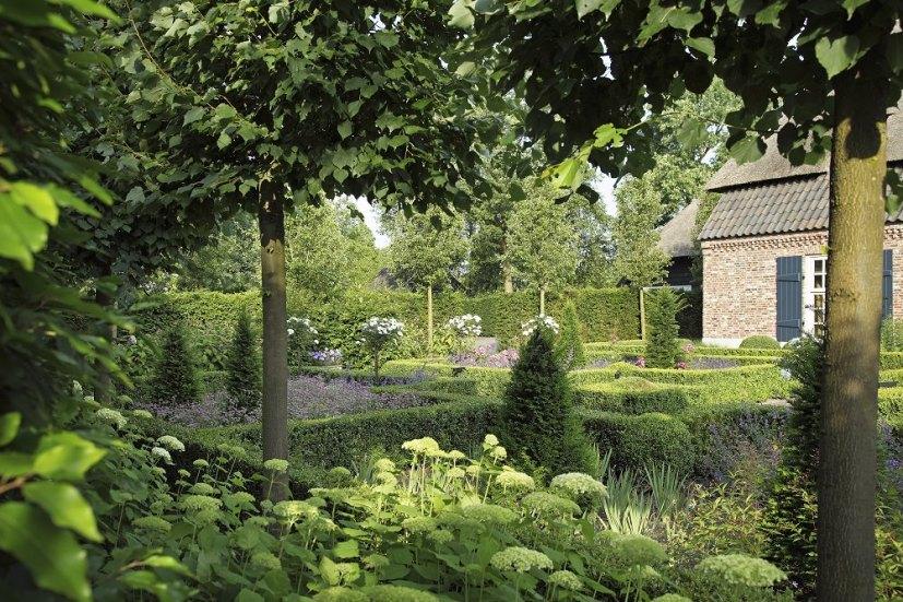 landelijke tuin bij historische boerderij traditionele voortuin florera