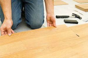 laying-wooden-flooring