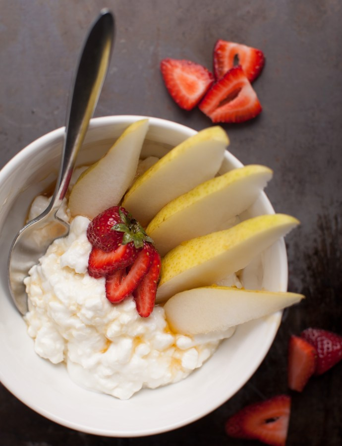 Cottage Cheese with Pears and Strawberries