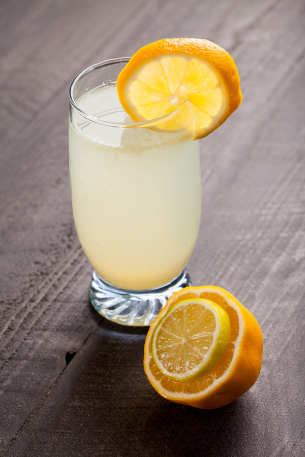 Making Lemonade - Homemade fresh squeezed organic lemonade