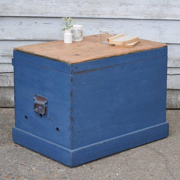 Homebarn-blanket-box