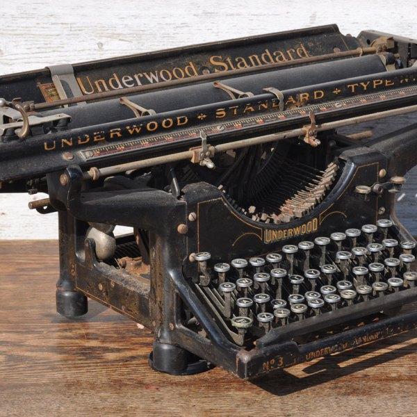 homebarn-vintage-typewritter