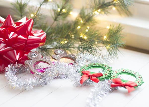 festive-decorations-Christmas-caroling