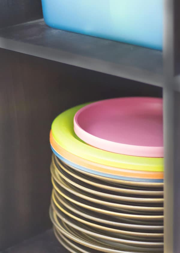 mealtime-transitions-open-shelving