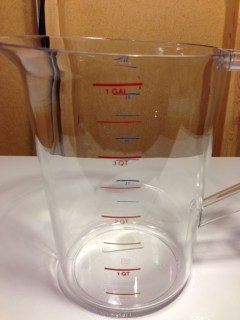 Review Rubbermaid Commercial Products FG321800CLR 4-Quart Bouncer Measuring Cup