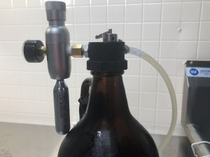 Hands on Review: Spotted Dog CO2 Pressurized Growler Dispenser - works with standard glass growlers