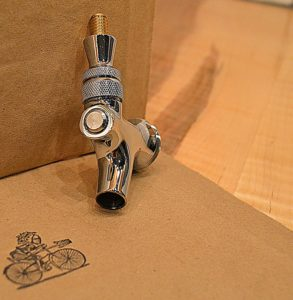 Knight and the Bicycle Brewing Supplies CFBL-2 Kind Draft Beer Faucet - Brass Lever