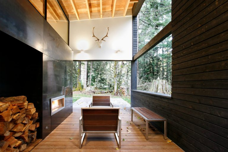 5-Courtyard House on a River-MW