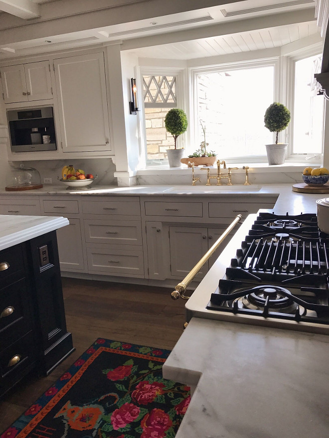 White Carrera marble. White Carrera marble Countertop. Classic kitchen with White Carrera marble countertop #WhiteCarreramarble #WhiteCarrera #whitemarblecountertop Beautiful Homes of Instagram @SweetShadyLane