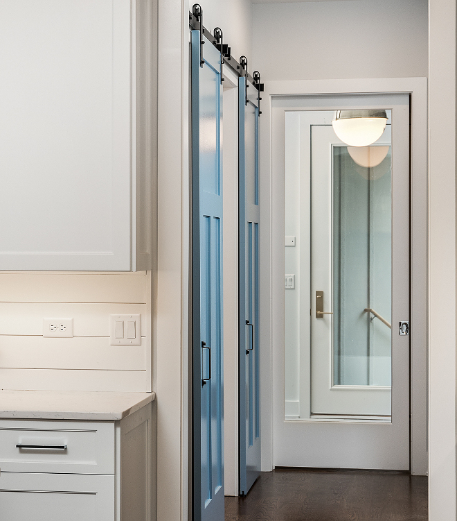 Benjamin Moore 838 Denim Wash Blue Barn Door Paint Color Benjamin Moore 838 Denim Wash #bluebarndoor #barndoor #BenjaminMoore838DenimWash