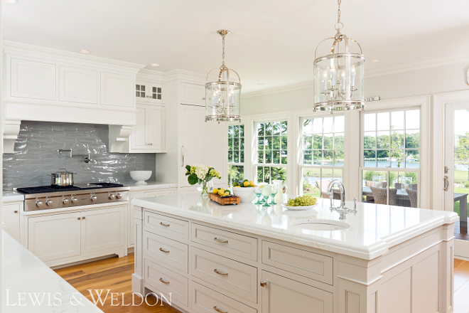 Benjamin Moore White Dove White kitchen paint color Benjamin Moore White Dove Benjamin Moore White Dove #BenjaminMooreWhiteDove #kitchenpaintcolor #paintcolor