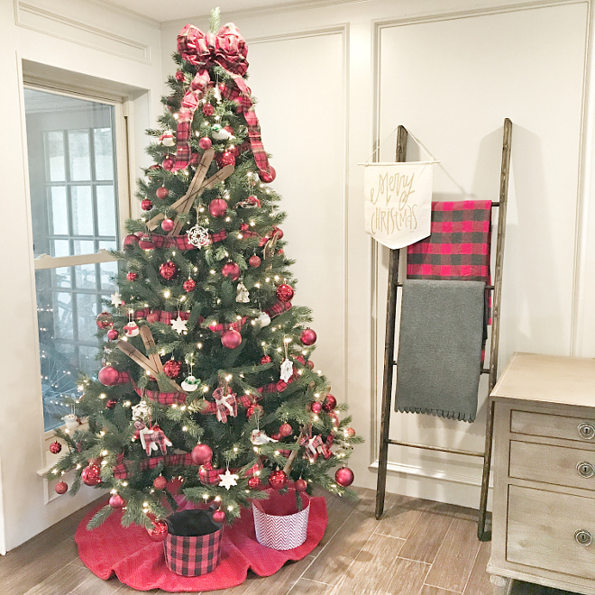 Traditional Christmas Tree Warm Beautiful Traditional Christmas Tree Plaid Traditional Christmas Tree #TraditionalChristmasTree