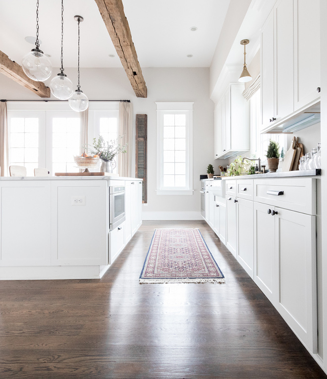 White Shaker Style Kitchen Cabinet Farmhouse kitchen White farmhouse kitchen White Shaker Style Cabinet #WhiteShakerStyleKitchenCabinet #WhiteShakerStyle #KitchenCabinet Home Bunch Beautiful Homes of Instagram