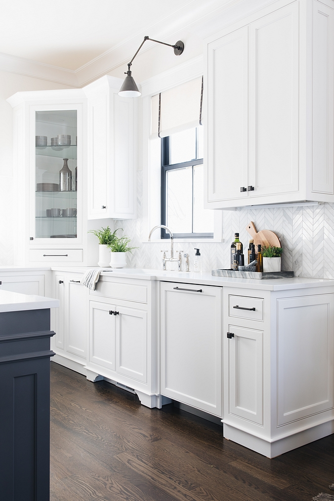 Simply White by Benjamin Moore cabinet paint color Simply White by Benjamin Moore Best white paint colors for kitchen Simply White by Benjamin Moore