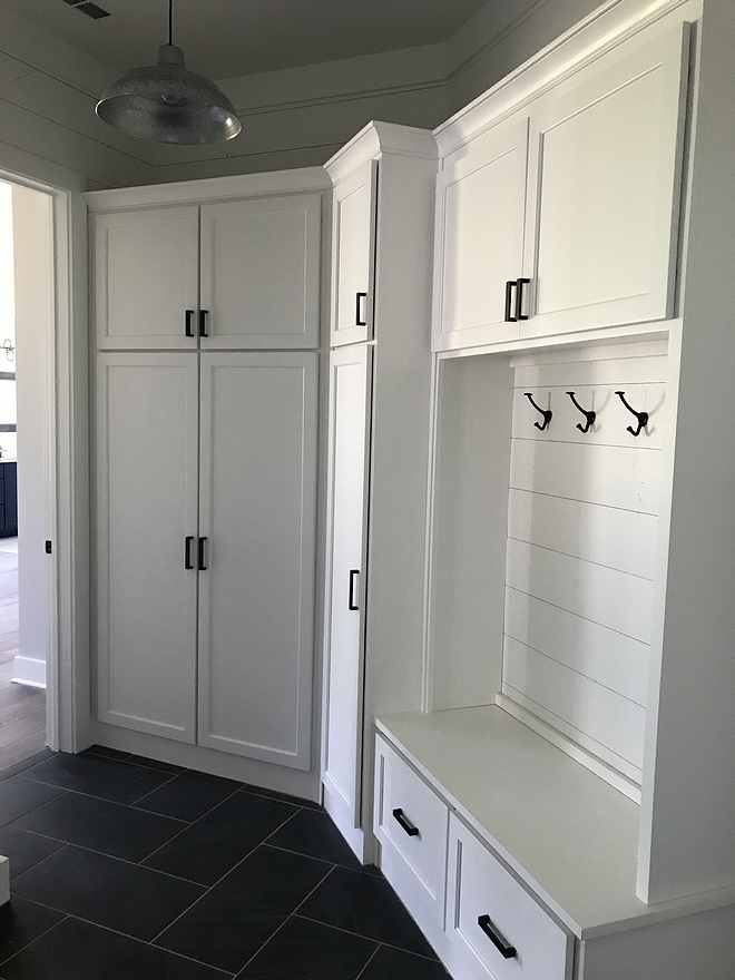 Farmhouse Mudroom Farmhouse Mudroom with shiplap back cabinet Farmhouse Mudroom Farmhouse Mudroom #Farmhouse #Mudroom #FarmhouseMudroom