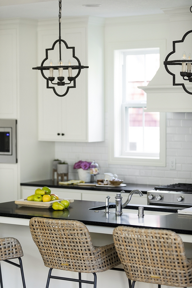 Off-white Kitchen New Off-white Kitchen with black accents New Off-white Kitchen Design Ideas Off-white Kitchen with black accents Off-white Kitchen #OffwhiteKitchen