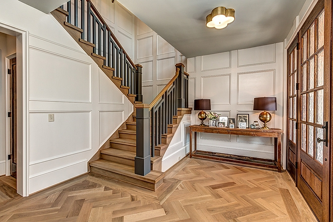 Benjamin Moore China White Foyer features wainscoting painted in Benjamin Moore China White #BenjaminMoore #ChinaWhite #paintcolors