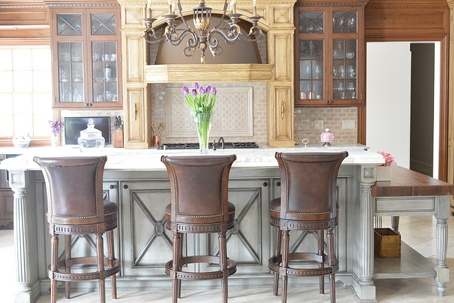 Traditional Kitchen Traditional Kitchen with two-toned cabinets and French grey island Traditional Kitchen Traditional Kitchen #TraditionalKitchen