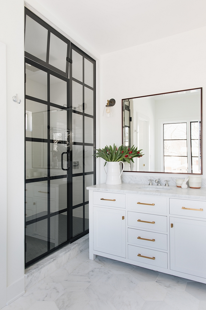 Shower Black Frame Shower Glass and black steel Shower Frame Bathroom features a black steel and glass shower sources on Home Bunch Glass and steel Shower Black Frame #showerframe #steelshower #steelshowerframe #blackshowerframe